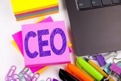 Texto de la escritura que muestra al CEO hecho en la oficina con alrededores tales como ordenador portátil, marcador, pluma Conce Fotografía de archivo