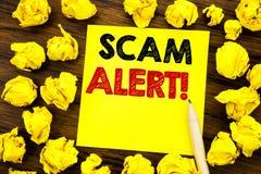 Texto de la escritura que muestra la alarma de Scam Concepto del negocio para la advertencia del fraude escrita en el papel de no Fotos de archivo libres de regalías
