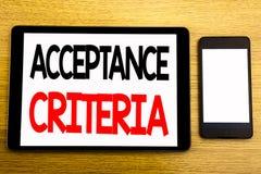 Texto de la escritura que muestra criterios de aceptación Concepto del negocio para el criterio de Digitaces escrito en el ordena Fotos de archivo libres de regalías