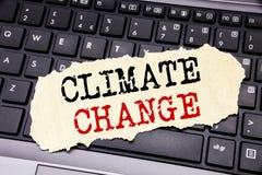 Texto de la escritura que muestra el cambio de clima Concepto del negocio para calentarse global del planeta escrito en el docume Imagenes de archivo