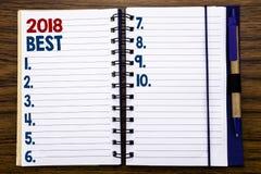 Texto de la escritura que muestra a 2018 el mejor concepto del negocio para el comentario bien escogido escrito en el papel de no Fotografía de archivo