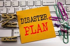 Texto de la escritura que muestra plan del desastre Concepto del negocio para la recuperación de la emergencia escrita en el docu Foto de archivo libre de regalías