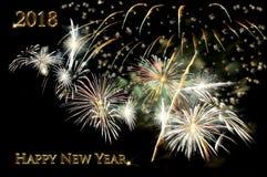 Texto de la Feliz Año Nuevo 2018 del color oro y de los fuegos artificiales Fotos de archivo libres de regalías