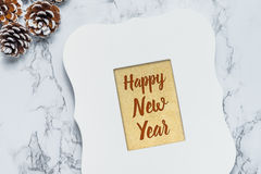 Texto de la Feliz Año Nuevo en fondo del brillo del oro en blanco del vintage Imagen de archivo libre de regalías