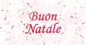 Texto de la Feliz Navidad en italiano Buon Natale formado del polvo y de las vueltas para sacar el polvo horizontalmente metrajes