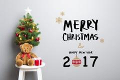 Texto de la FELIZ NAVIDAD y de la FELIZ AÑO NUEVO 2017 en la pared Imágenes de archivo libres de regalías
