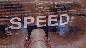 Texto de la velocidad en el desarrollador de software de sexo femenino metrajes