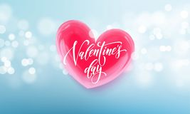 Texto de las letras de día de las tarjetas del día de San Valentín en corazón rojo de la tarjeta del día de San Valentín en fondo Foto de archivo libre de regalías