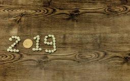 Texto de los dulces 2019 de la melcocha de Bitcoin en fondo de madera Fotografía de archivo libre de regalías