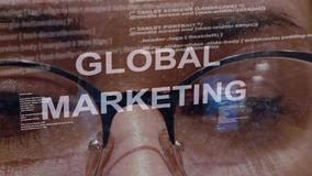 Texto de mercado global no fundo do colaborador fêmea vídeos de arquivo