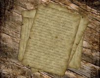 Texto de papel velho do vintage vith na tabela Fotos de Stock
