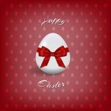 Texto de Pascua y huevo de Pascua con la cinta roja y corbata de lazo felices para la plantilla de la tarjeta de felicitación del ilustración del vector