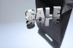 Texto de prata da venda com saco de papel preto Imagens de Stock Royalty Free