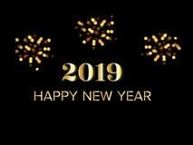 Texto de saludo de la Feliz Año Nuevo 2019 del oro con los fuegos artificiales en la noche oscura ilustración del vector