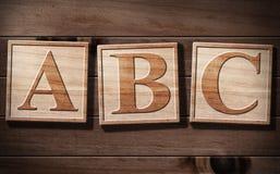Texto del ABC 3D en la madera. Foto de archivo