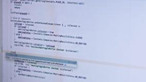 Texto del api del pirata informático en la pantalla de ordenador Concepto del pirata informático de la codificación Tecnología mo almacen de metraje de vídeo
