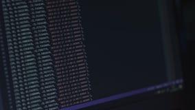 Texto del api del pirata informático en la pantalla de ordenador Concepto del pirata informático de la codificación Tecnología mo metrajes
