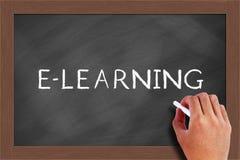Texto del aprendizaje electrónico en la pizarra Imagenes de archivo