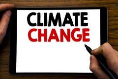 Texto del aviso de la escritura que muestra el cambio de clima Concepto del negocio para calentarse global del planeta escrito en Fotografía de archivo