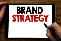 Texto del aviso de la escritura que muestra estrategia de la marca Concepto del negocio para el plan de comercialización de la id Foto de archivo