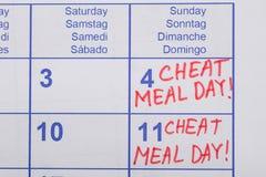 Texto del día de la comida del tramposo escrito en calendario Imagen de archivo libre de regalías