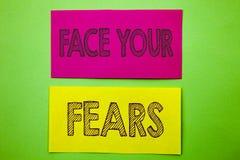 Texto do anúncio da escrita que mostra a cara seus medos Bravura corajoso da confiança conceptual de Fourage do medo do desafio d fotografia de stock royalty free