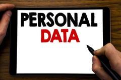 Texto do anúncio da escrita que mostra dados pessoais Conceito do negócio para a proteção de Digitas escrita no portátil da tabul fotos de stock