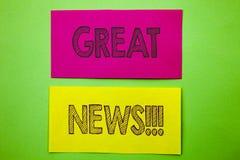 Texto do anúncio da escrita que mostra a grande notícia Celebração conceptual da informação do jornal do sucesso da foto escrita  imagens de stock royalty free