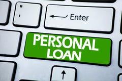Texto do anúncio da escrita que mostra o empréstimo pessoal Conceito do negócio para a ajuda financeira do banco escrita na chave fotografia de stock