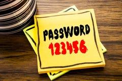 Texto do anúncio da escrita que mostra a senha 123456 Conceito do negócio para o Internet da segurança escrito no papel de nota p Imagens de Stock Royalty Free