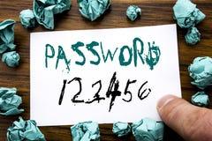 Texto do anúncio da escrita que mostra a senha 123456 Conceito do negócio para o Internet da segurança escrito no papel de nota p Fotografia de Stock Royalty Free
