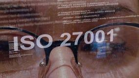 Texto do ISO 27001 no programador de software fêmea video estoque