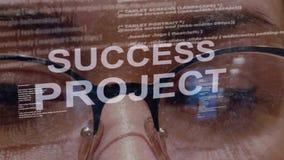 Texto do projeto do sucesso no fundo do colaborador fêmea vídeos de arquivo