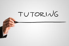 Texto do tutoria de Hand Writing Underlined do homem de negócios Fotografia de Stock