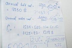 Texto dos cálculos no papel Imagem de Stock Royalty Free
