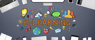 Texto e iconos del aprendizaje electrónico en fondo de la oficina Fotos de archivo libres de regalías