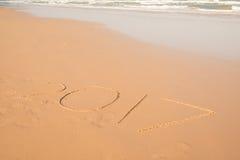 texto 2017 en la playa de la arena Fotografía de archivo