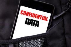 Texto escrito à mão que mostra dados confidenciais Escrita do conceito do negócio para proteção secreta o telefone celular escrit Imagens de Stock Royalty Free