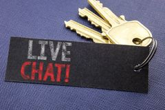 Texto escrito à mão que mostra Live Chat Escrita do conceito do negócio para uma comunicação Livechat escrito no papel de nota un foto de stock