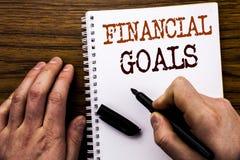 Texto escrito à mão que mostra a palavra objetivos financeiros Conceito do negócio para o plano do dinheiro da renda escrito no p imagem de stock