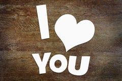 Texto eu te amo sobre o fundo de madeira Fotografia de Stock Royalty Free