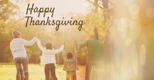 Texto feliz da ação de graças com família junto nas madeiras Imagens de Stock Royalty Free