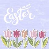Texto feliz da Páscoa isolado no fundo textured com flores Imagens de Stock