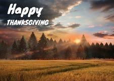 Texto feliz de la acción de gracias con el bosque en otoño Foto de archivo