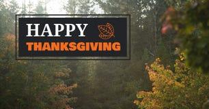 Texto feliz de la acción de gracias con los árboles forestales en otoño Fotografía de archivo libre de regalías