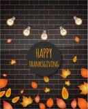 Texto feliz de la acción de gracias en la pared de ladrillo, con las luces, hojas Ilustración del vector Fotos de archivo