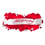 Texto feliz del día de tarjeta del día de San Valentín en bandera y corazones del Libro Blanco Imágenes de archivo libres de regalías