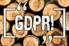 Texto GDPR de la escritura de la palabra Concepto del negocio para la madera de madera del vintage del fondo de la protección de  imagen de archivo