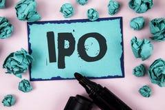 Texto Ipo de la escritura de la palabra El concepto del negocio para la acción de la primera vez de la oferta pública inicial de  Fotografía de archivo libre de regalías