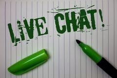 Texto Live Chat Motivational Call da escrita A conversação dos meios do tempo real do significado do conceito em linha comunica o foto de stock royalty free